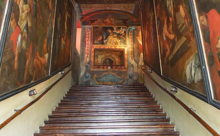 Abruzzo - Scala Santa di Campli