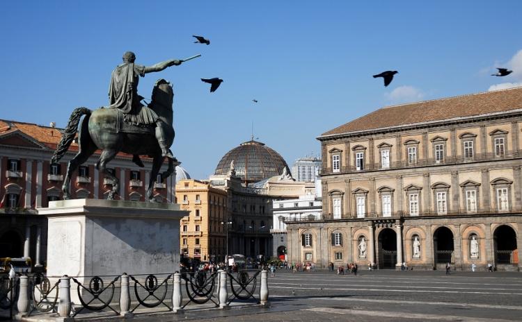Campania - Napoli, piazza del Plebiscito