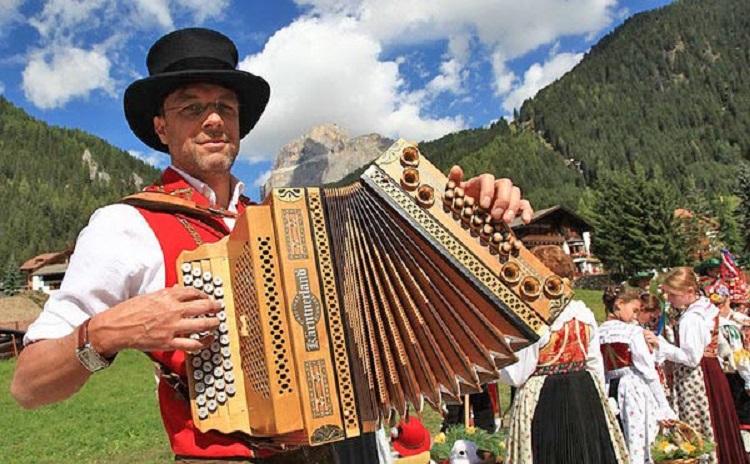 Gran Festa da d'Istà - Canazei Italy
