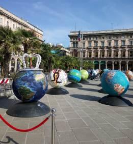 100 Globi in piazza Duomo - Milano