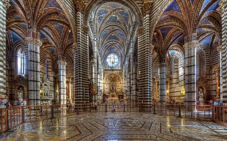 Scopertura del pavimento del Duomo di Siena - Toscana
